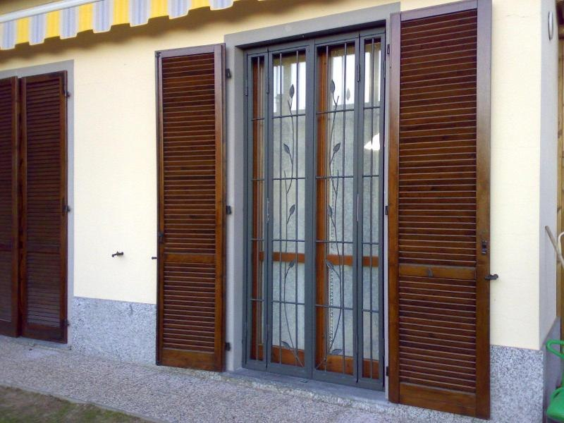 Inferriate di sicurezza classiche serrmetal - Finestre con inferriate ...
